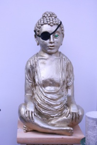 One-eyed yellow idol, clay